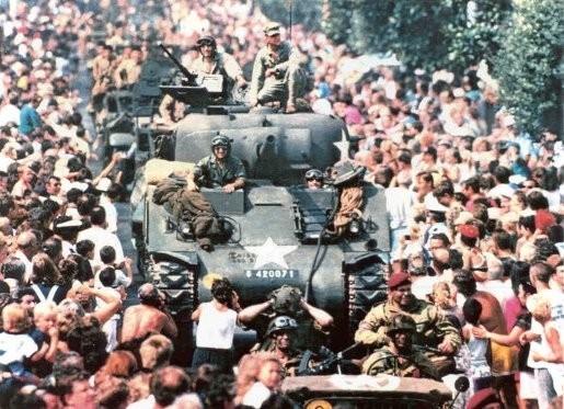 PROVENCE 44 défilé de CAVALAIRE le 15 aout,provence44.fr